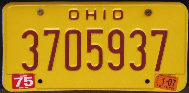 Placa amarela do estado de Ohio, voltada para quem teve problemas de beber e dirigir