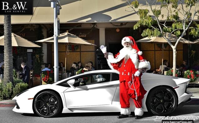 Em um Lamborghini, a entrega de presente do papai noel será bem mais rápida!